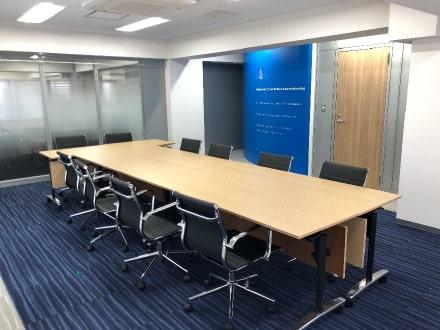 東京都港区のNo.1オフィスデザインのオフィス移転 お客様のコーポレートカラーのブルー