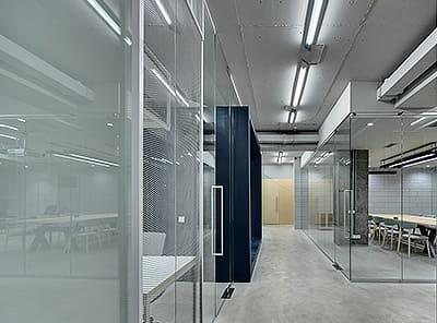 様々なシチュエーションに合わせたパーテーションを迅速かつリーズナブルに対応します。